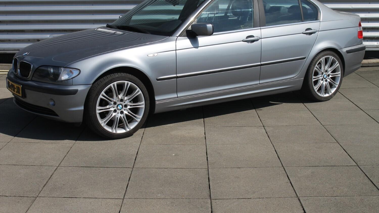 BMW 3-serie Sedan 2004 06-PH-JR 1