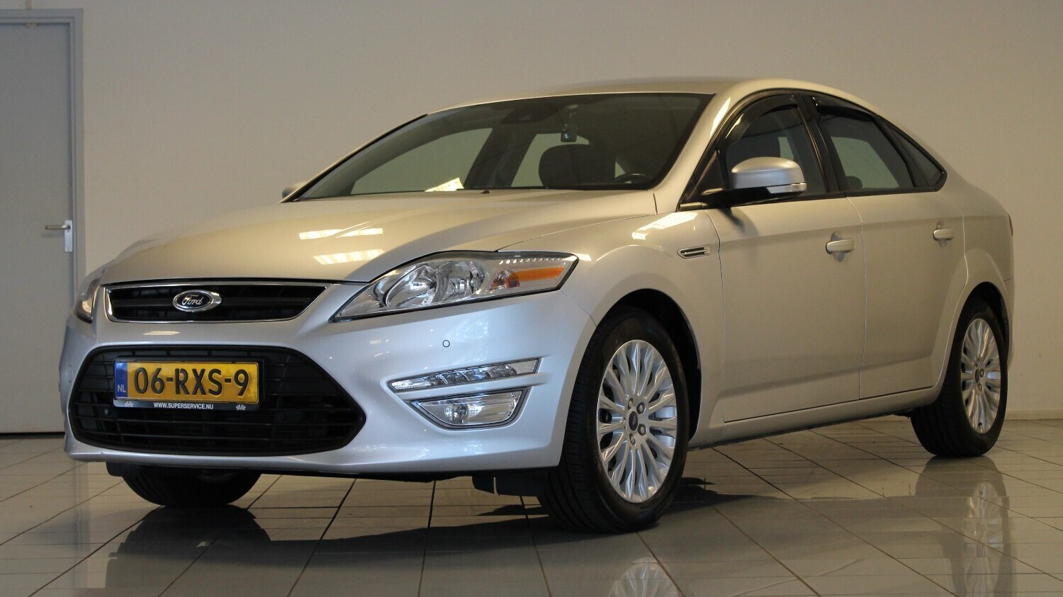 Ford Mondeo Hatchback 2011 06-RXS-9 1
