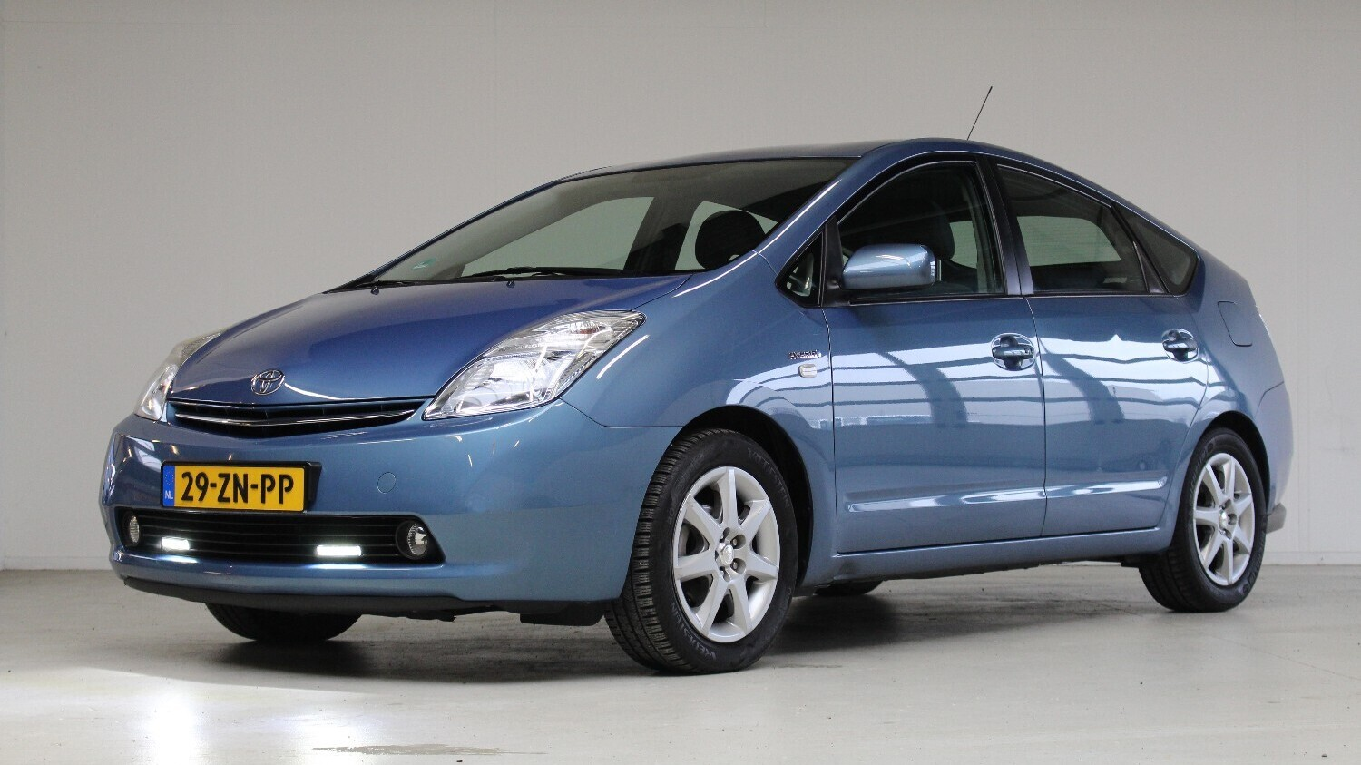 Toyota Prius Hatchback 2008 29-ZN-PP 1