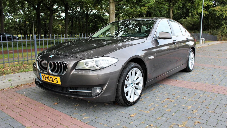 BMW 5-serie Sedan 2010 33-NJX-5 1