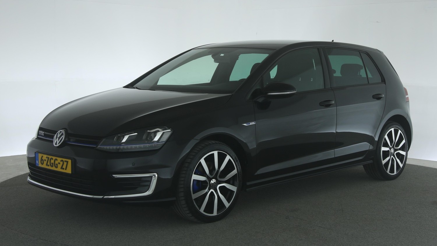 Volkswagen Golf Hatchback 2015 6-ZGG-27 1