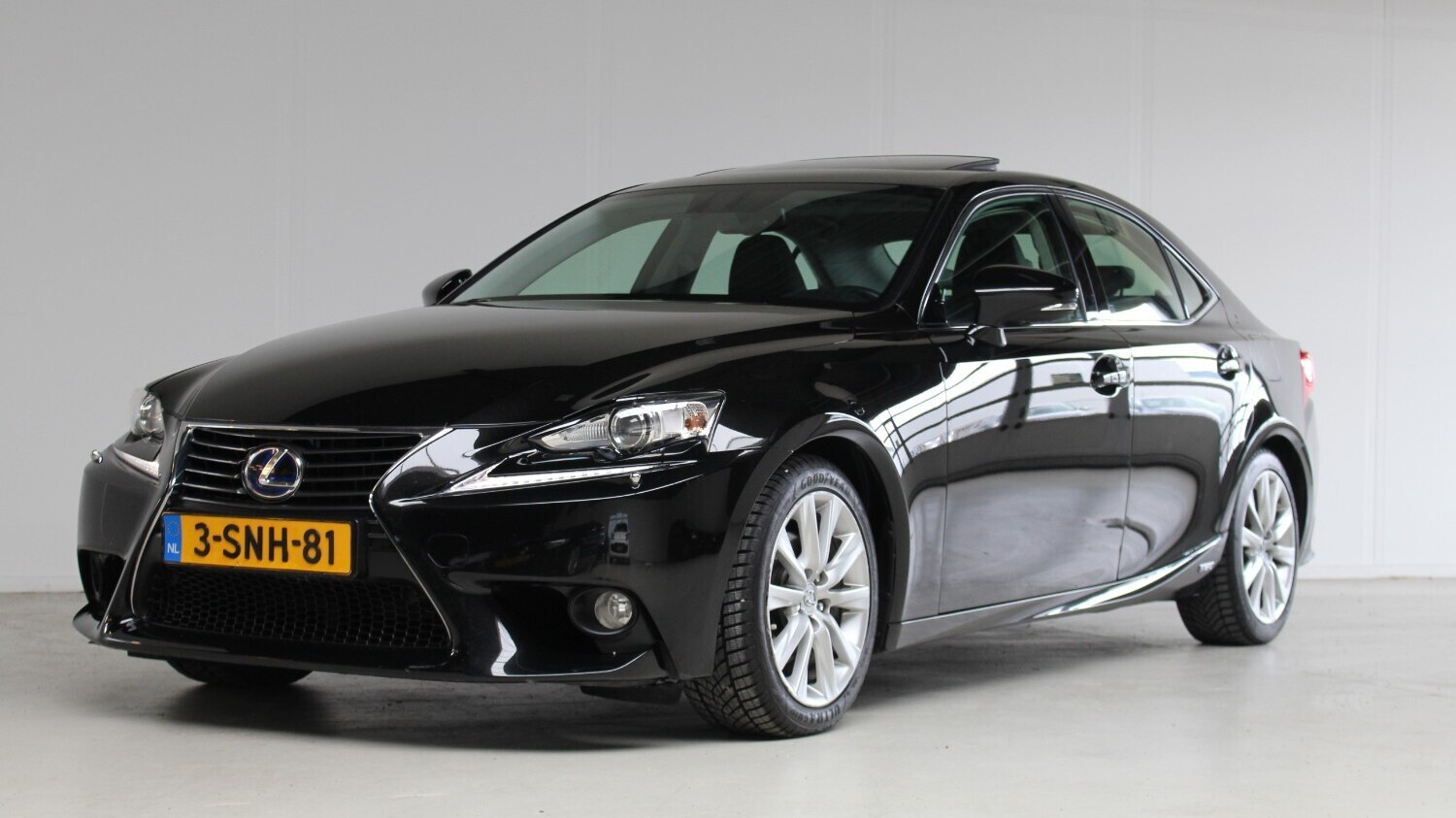 Lexus IS Sedan 2013 3-SNH-81 1