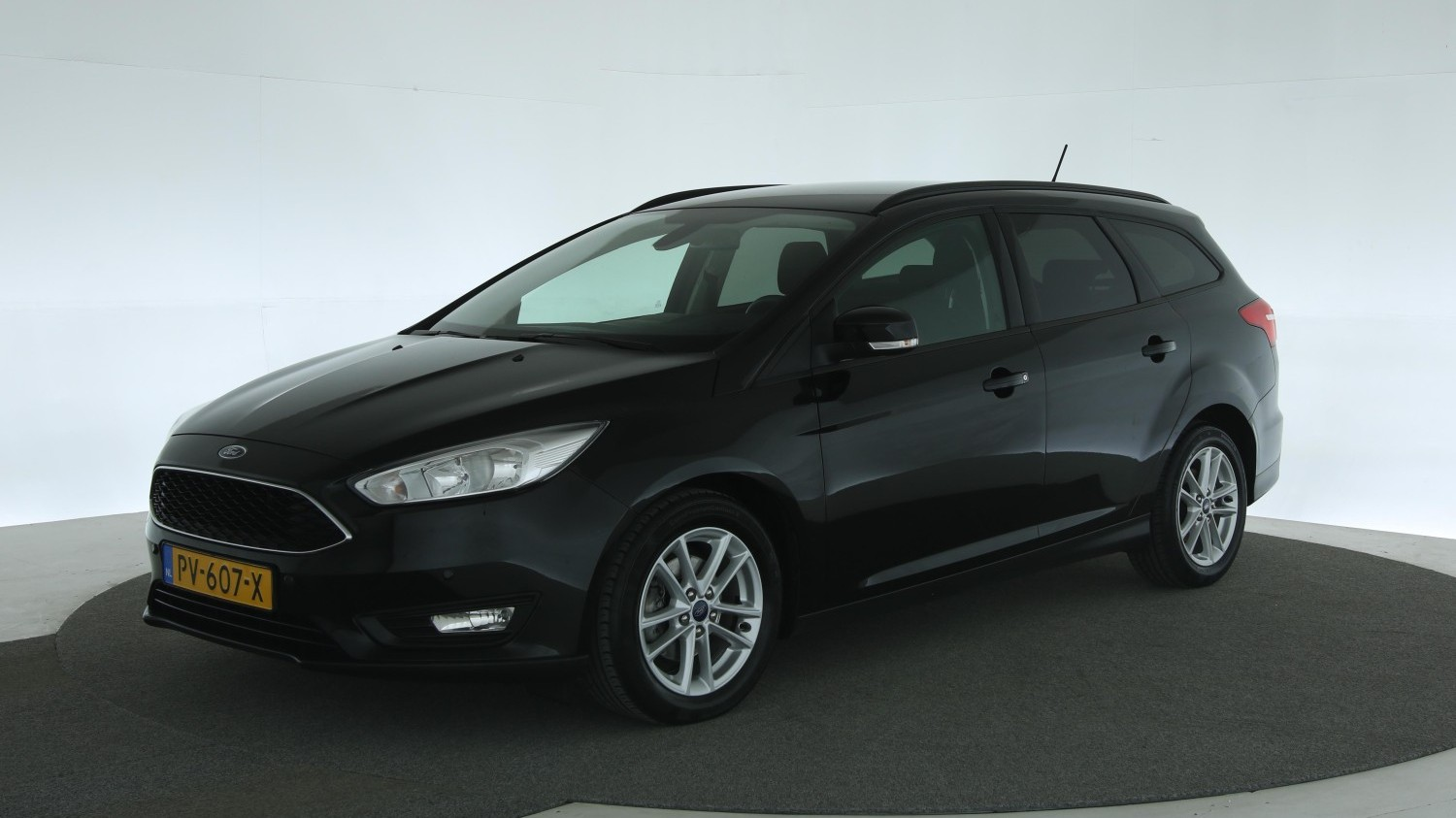 Ford Focus Station 2017 PV-607-X 1