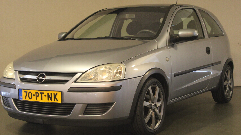 Opel Corsa Hatchback 2004 70-PT-NK 1