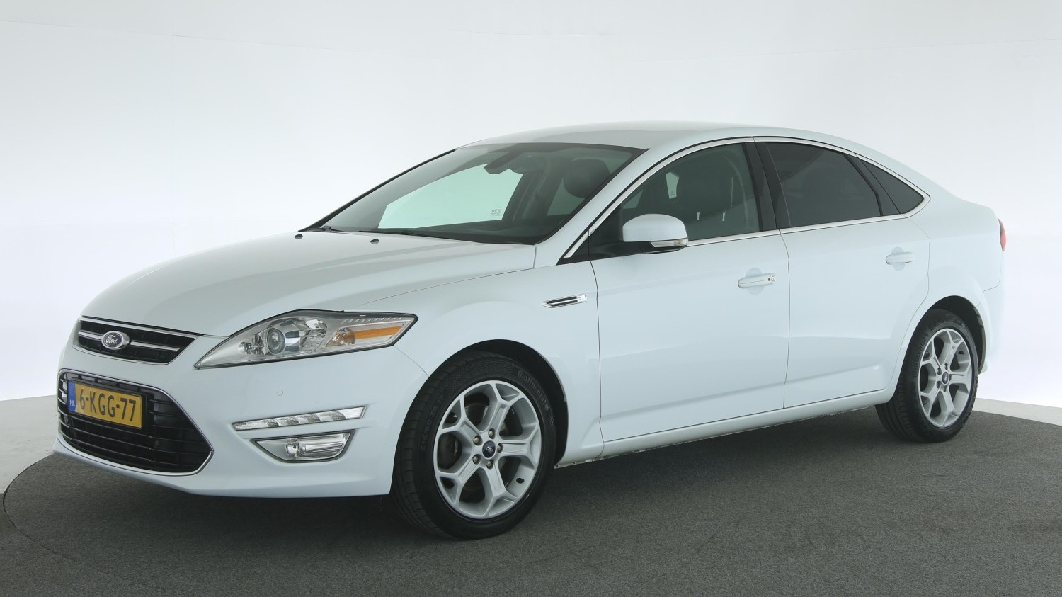Ford Mondeo Hatchback 2013 6-KGG-77 1