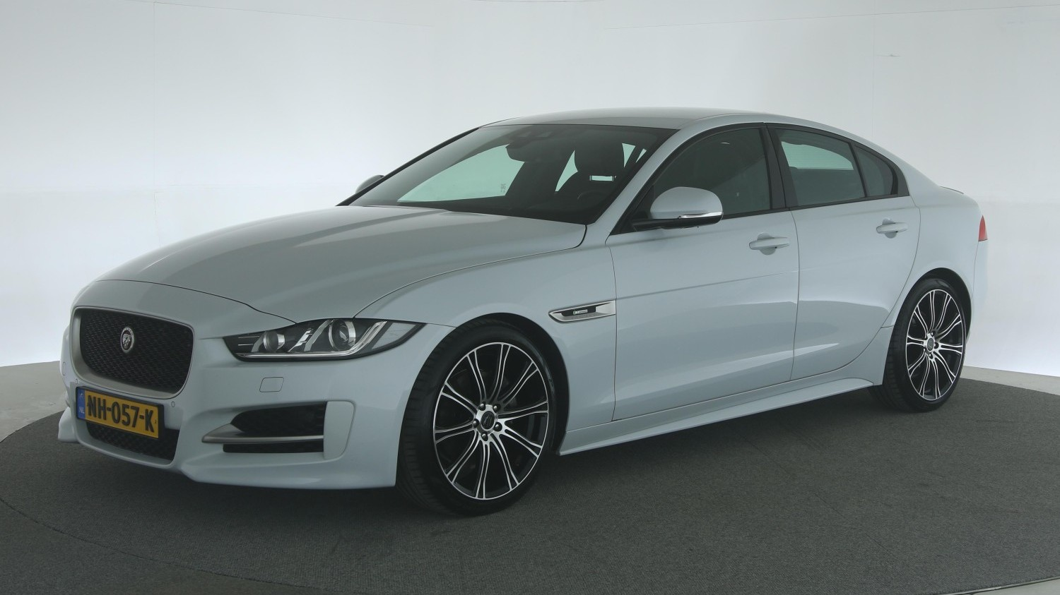 Jaguar XE Sedan 2017 NH-057-K 1