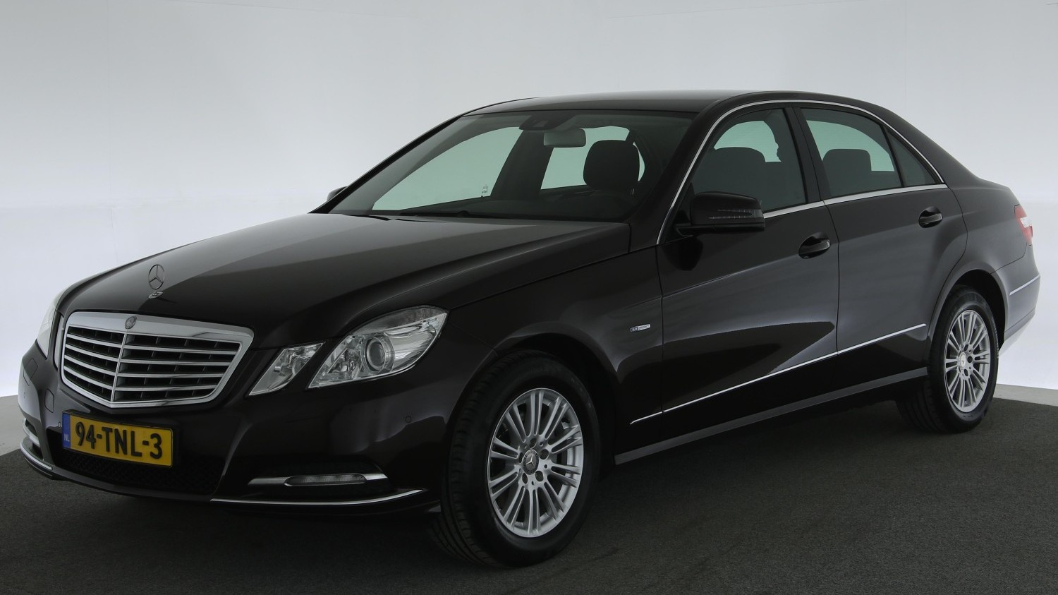 Mercedes-Benz E-Klasse Sedan 2012 94-TNL-3 1