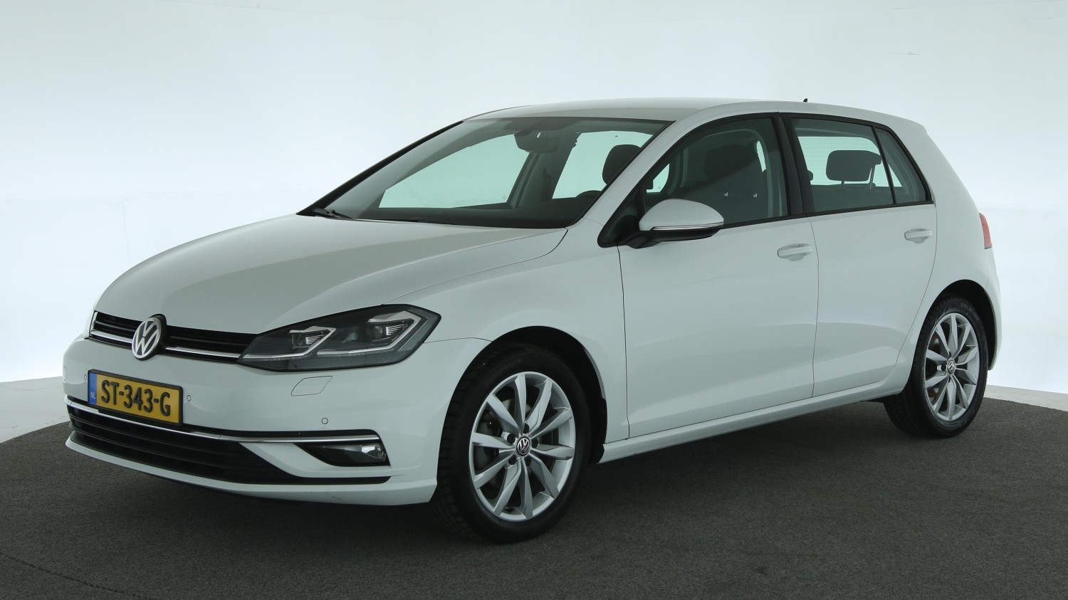 Volkswagen Golf Hatchback 2017 ST-343-G 1