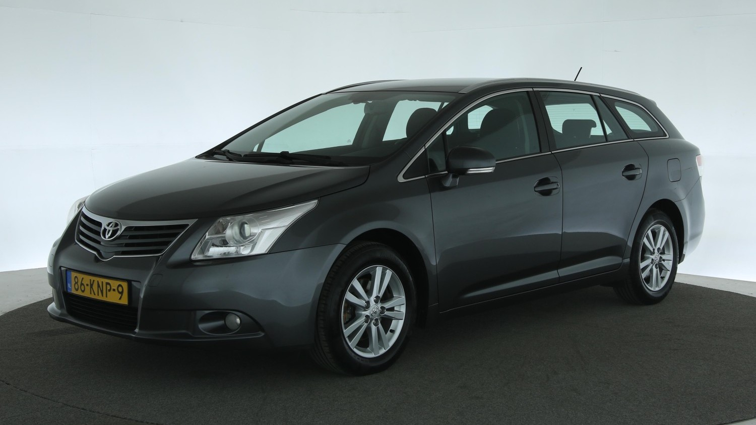 Toyota Avensis Station 2010 86-KNP-9 1