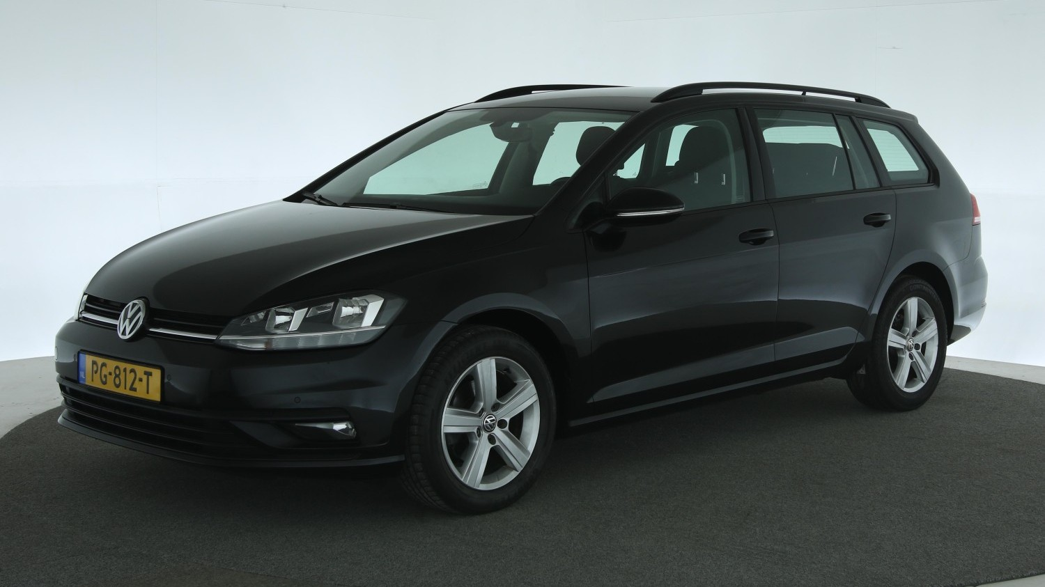 Volkswagen Golf Station 2017 PG-812-T 1