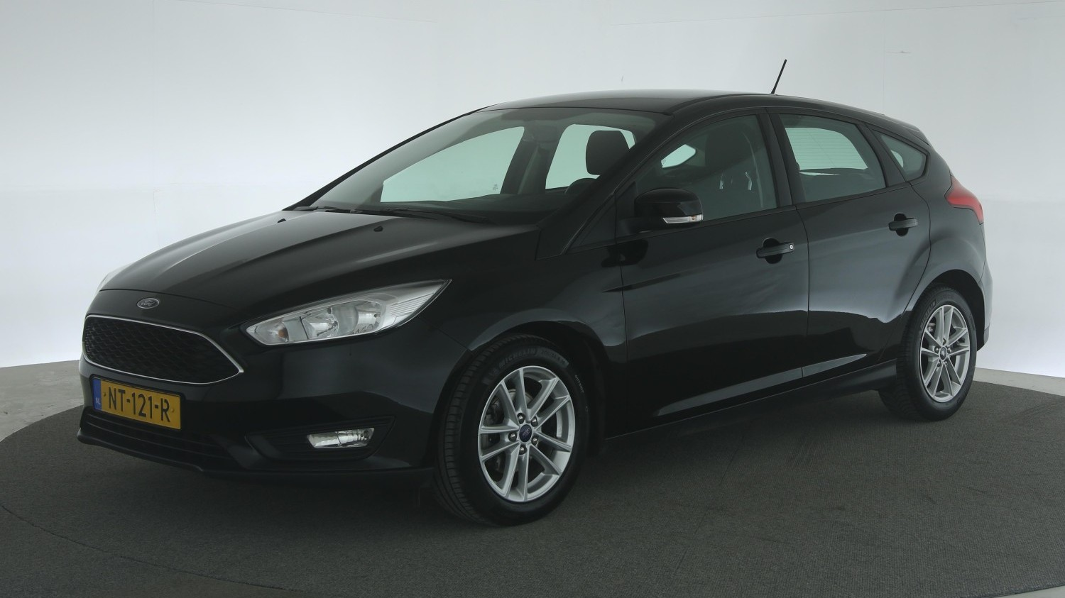 Ford Focus Hatchback 2017 NT-121-R 1