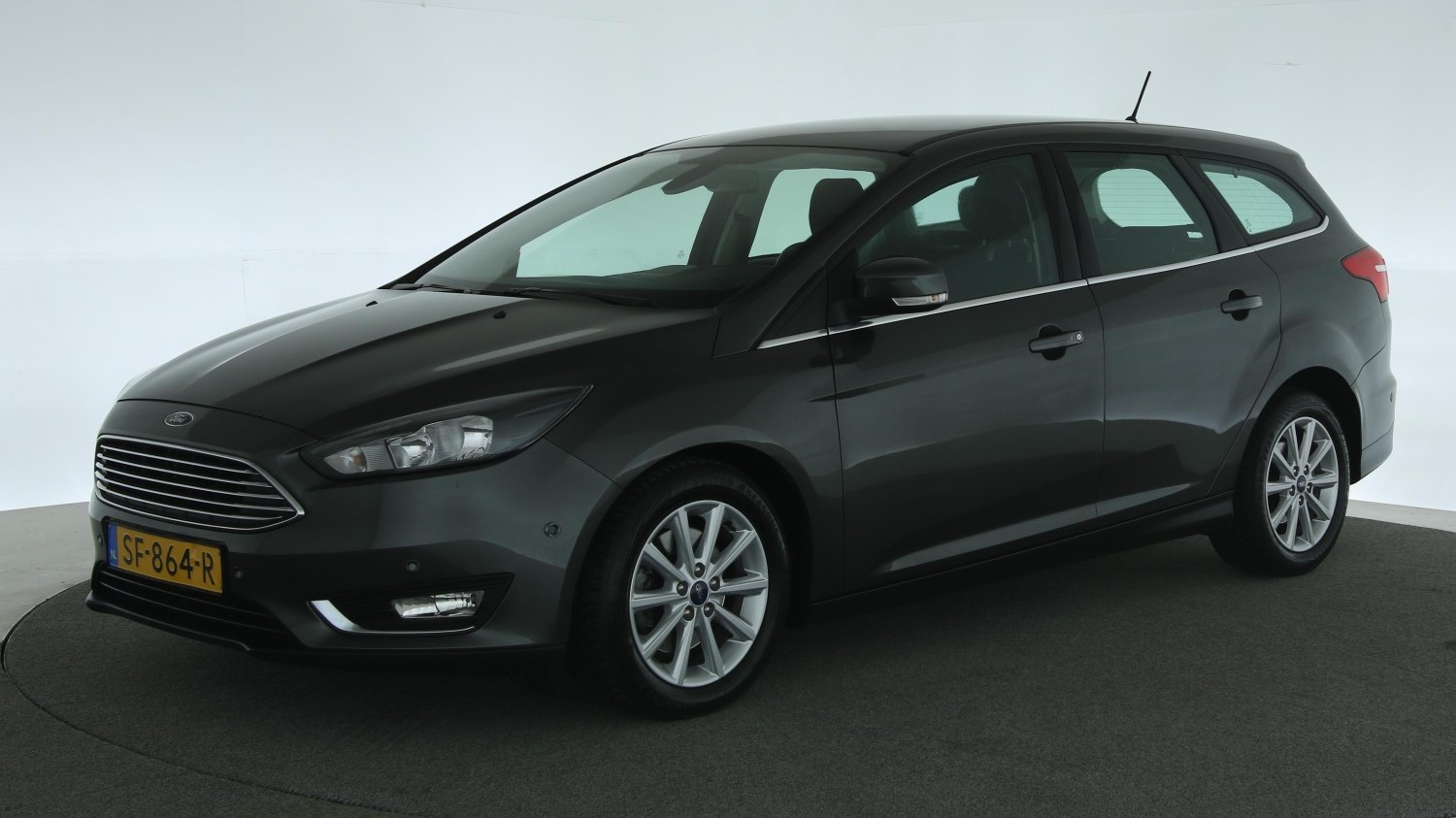Ford Focus Station 2018 SF-864-R 1