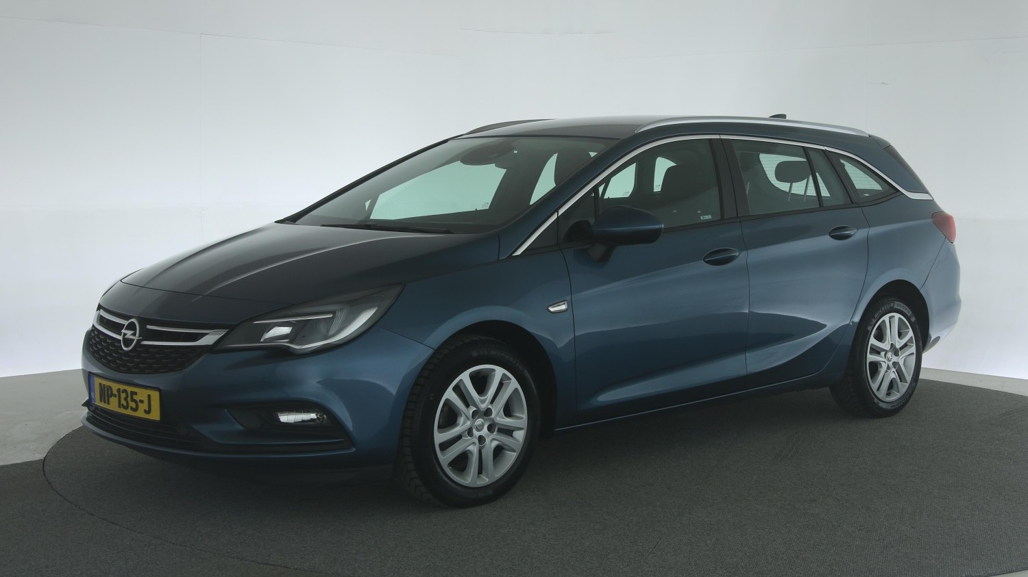 Opel Astra Station 2017 NP-135-J 1