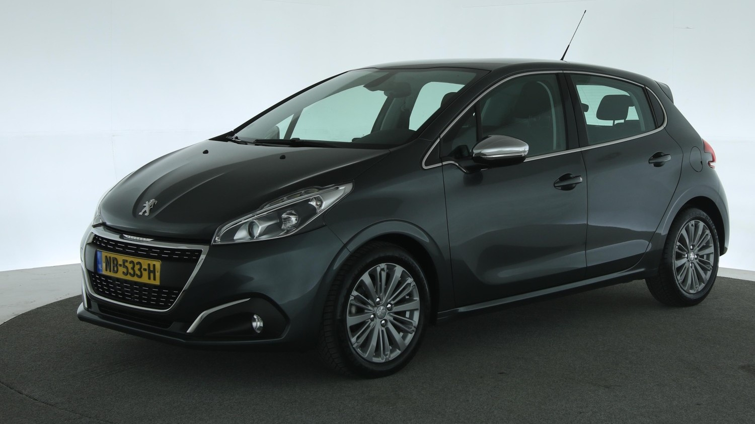 Peugeot 208 Hatchback 2017 NB-533-H 1