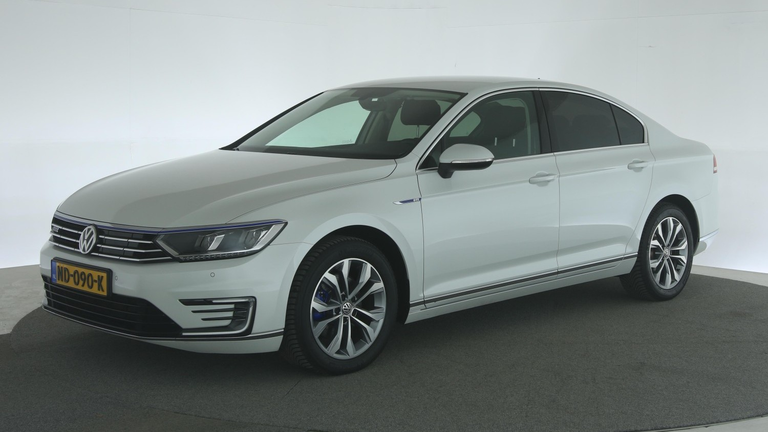Volkswagen Passat Sedan 2016 ND-090-K 1