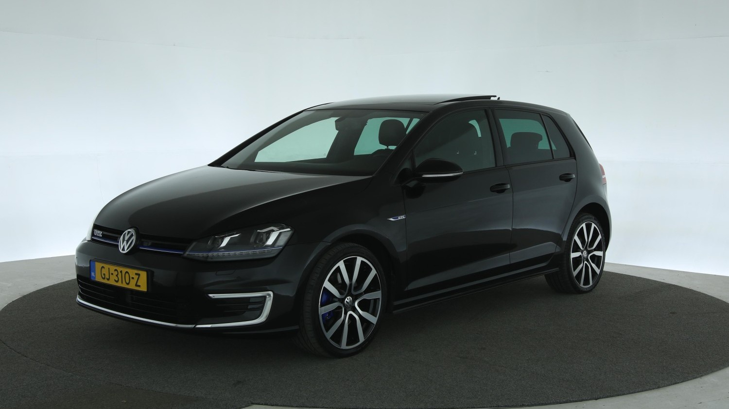 Volkswagen Golf Hatchback 2015 GJ-310-Z 1
