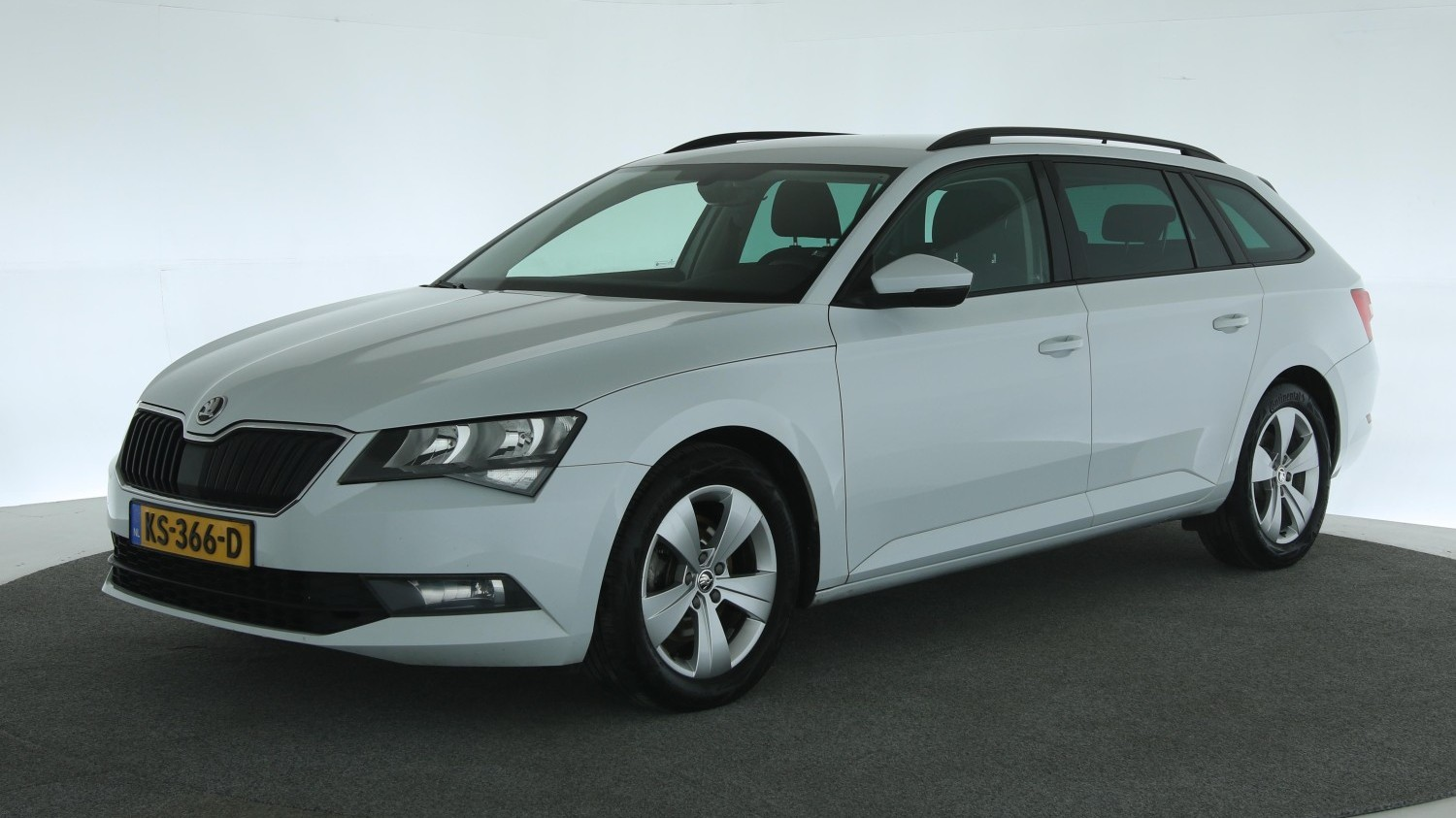 Skoda Superb Station 2016 KS-366-D 1