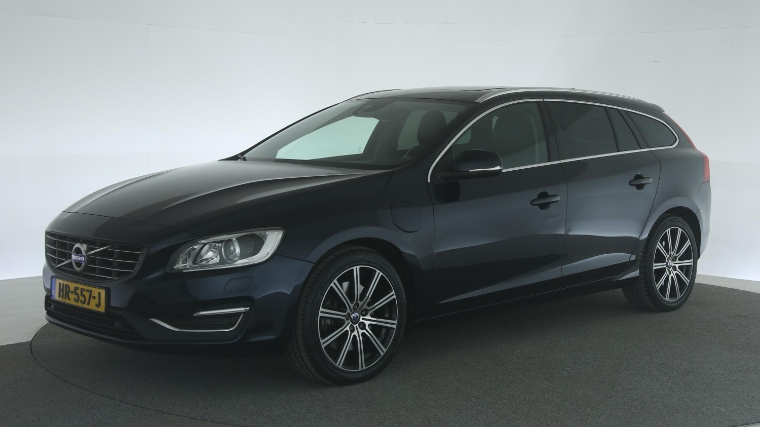 Volvo V60 Station 2015 HR-557-J 1