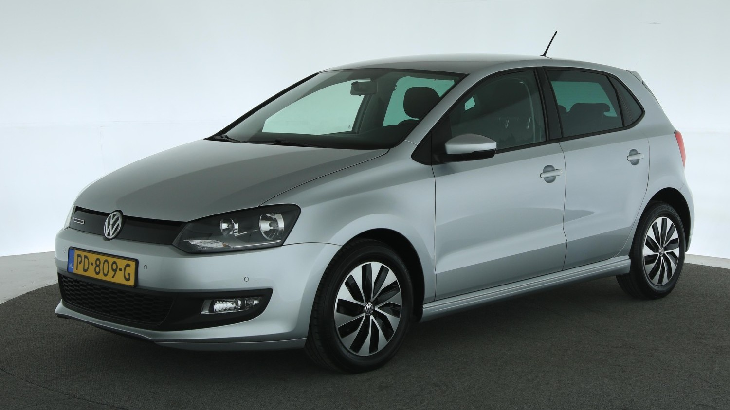 Volkswagen Polo Hatchback 2017 PD-809-G 1