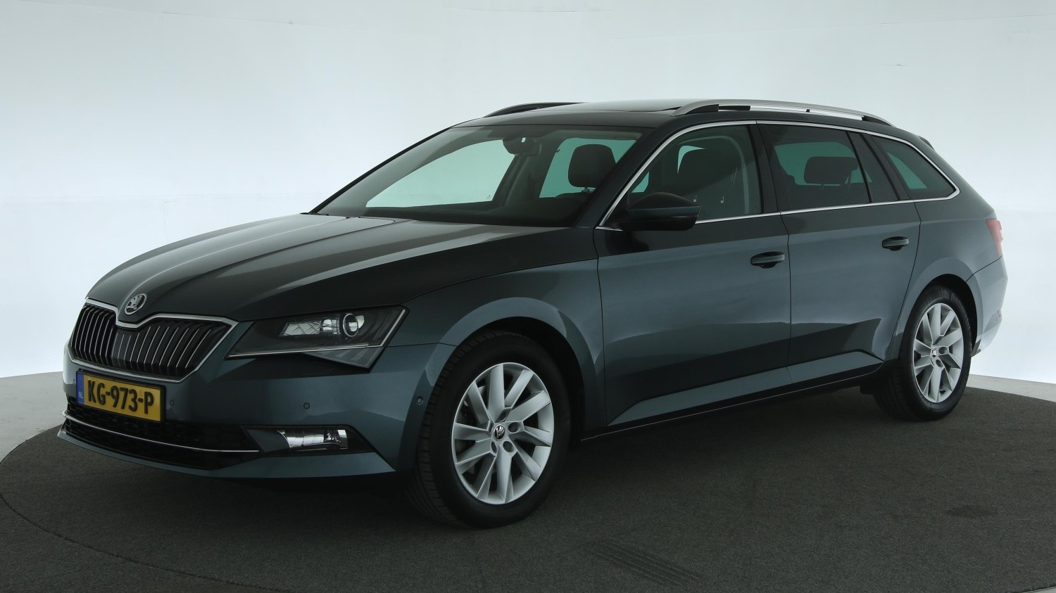 Skoda Superb Station 2016 KG-973-P 1