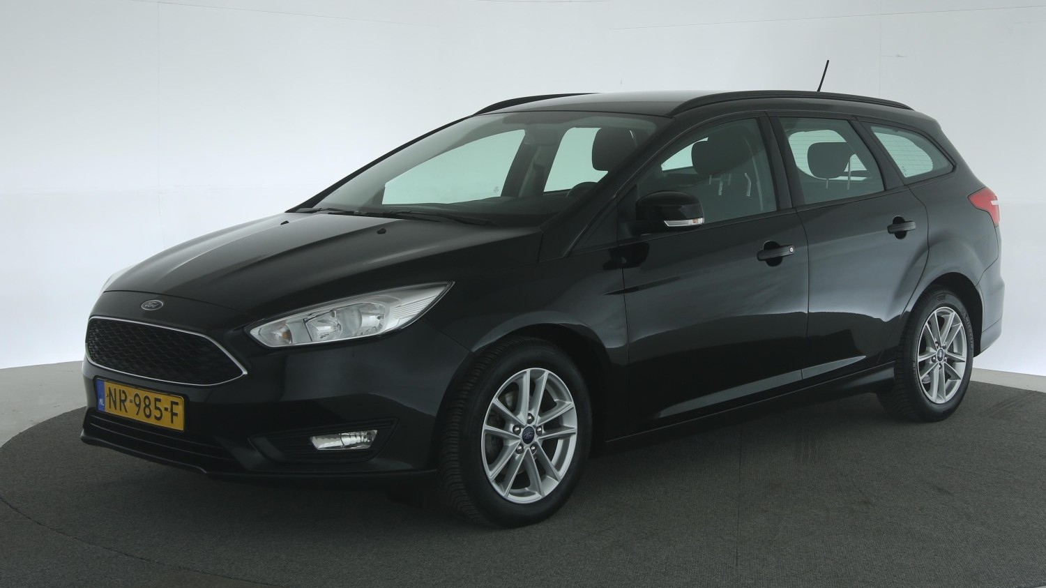 Ford Focus Station 2017 NR-985-F 1