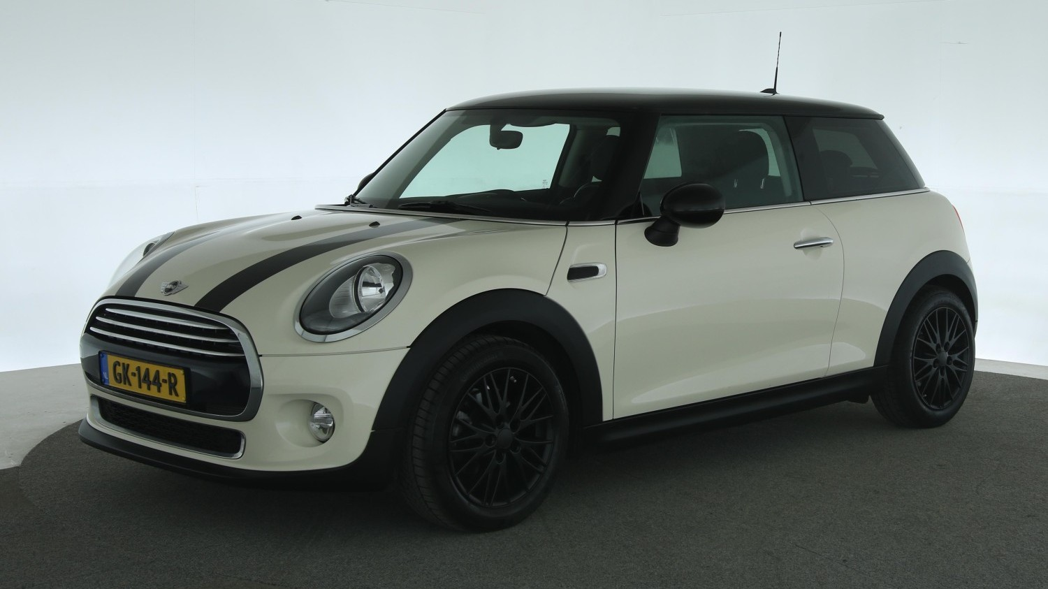 Mini Cooper Hatchback 2015 GK-144-R 1