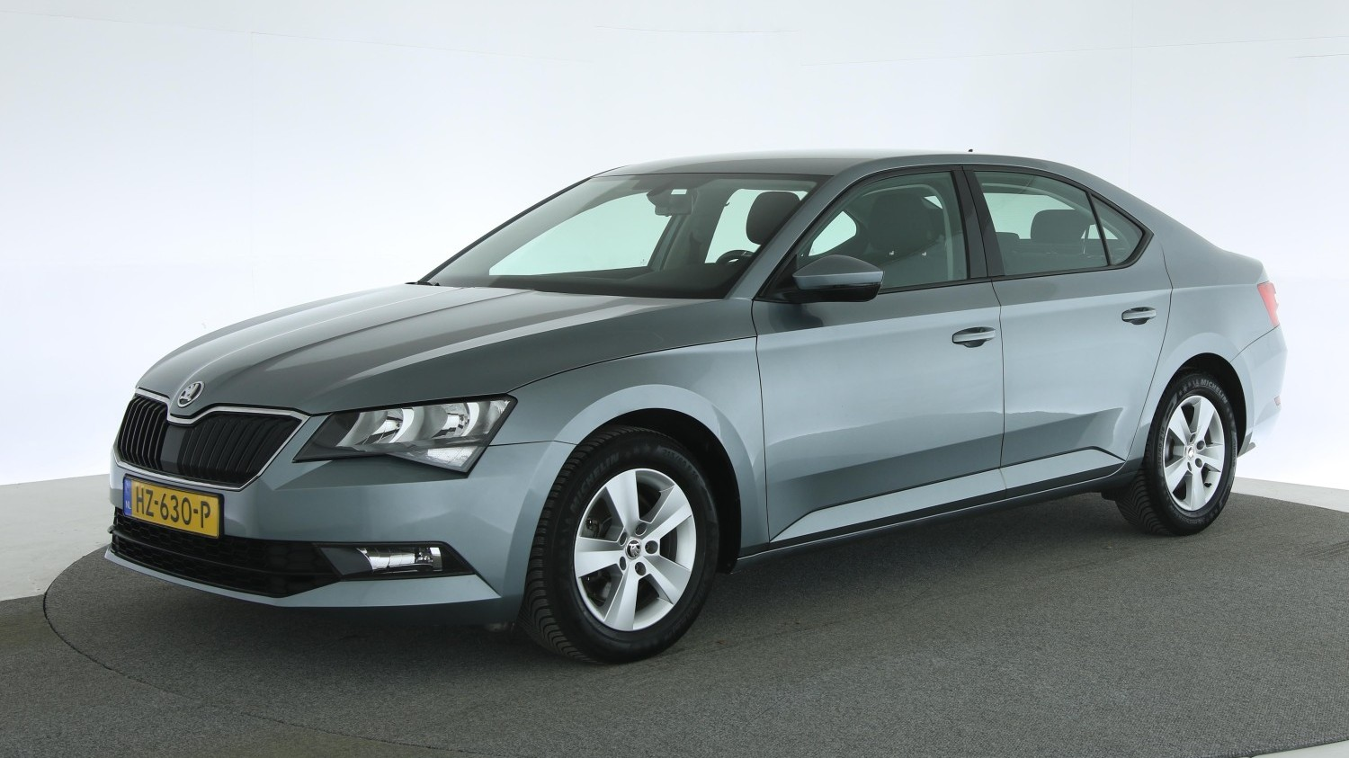 Skoda Superb Hatchback 2016 HZ-630-P 1