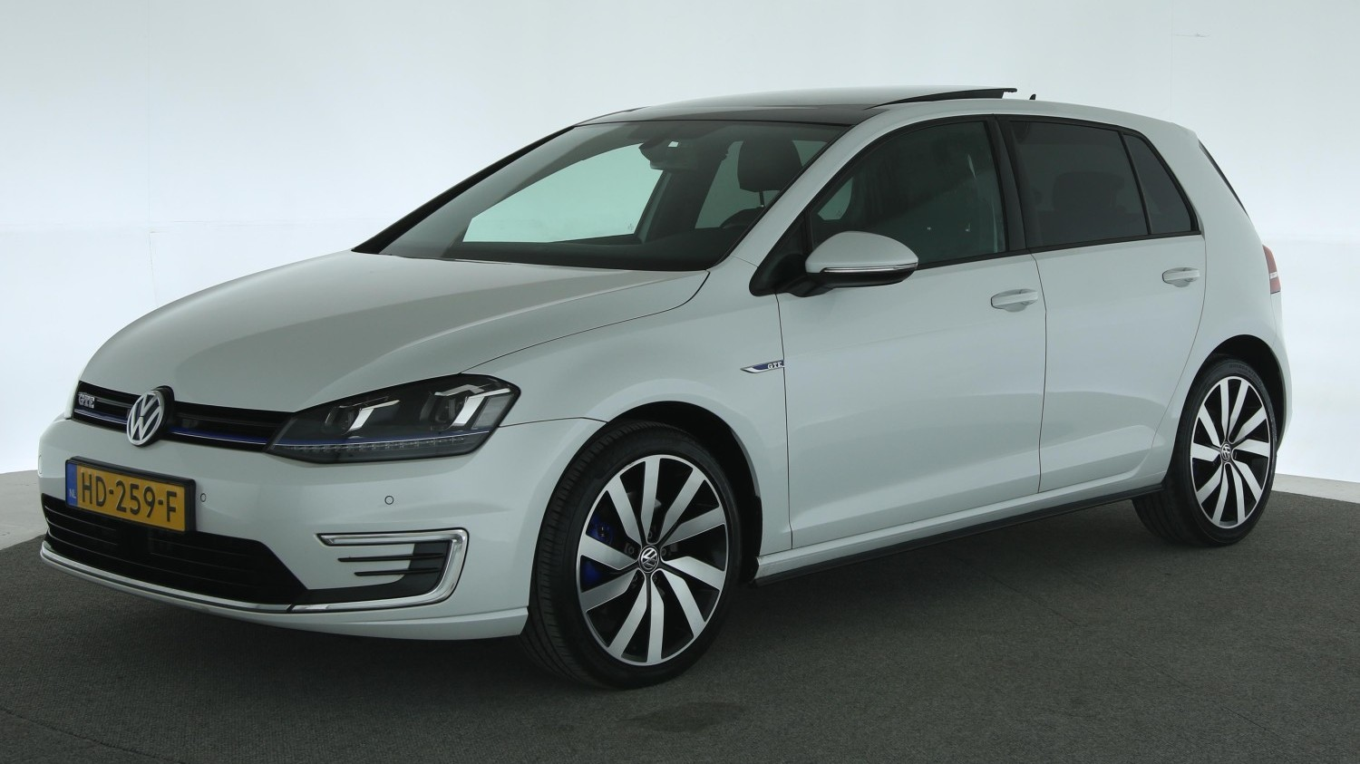 Volkswagen Golf Hatchback 2015 HD-259-F 1