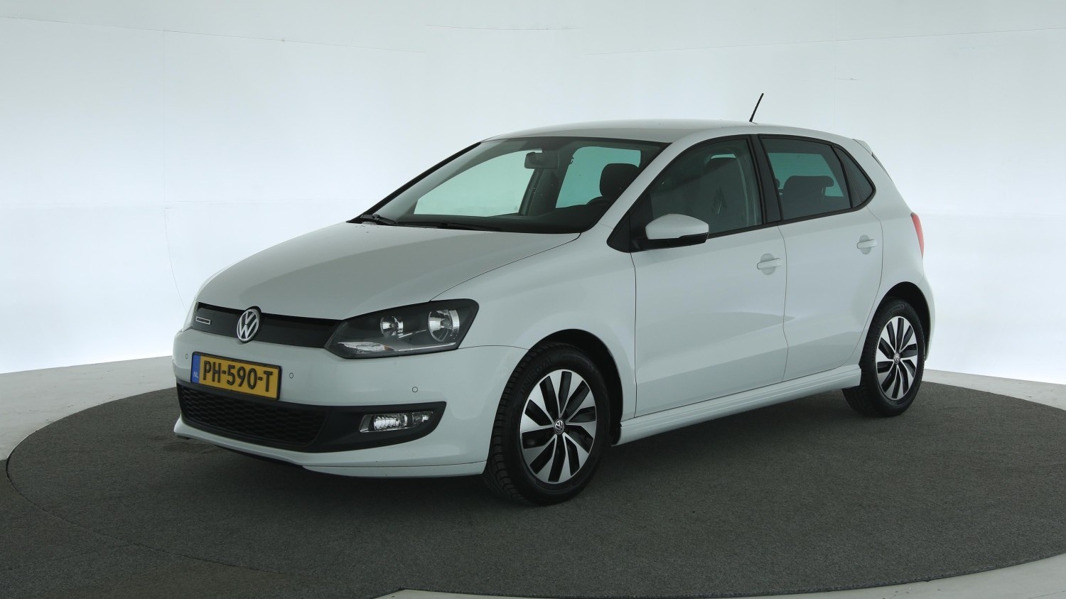 Volkswagen Polo Hatchback 2017 PH-590-T 1