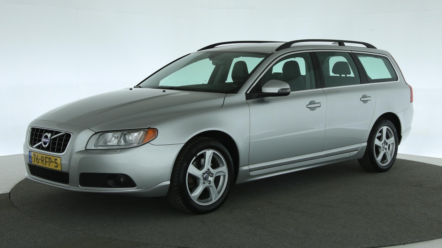 Volvo V70 Station 2011 76-RFP-5 1