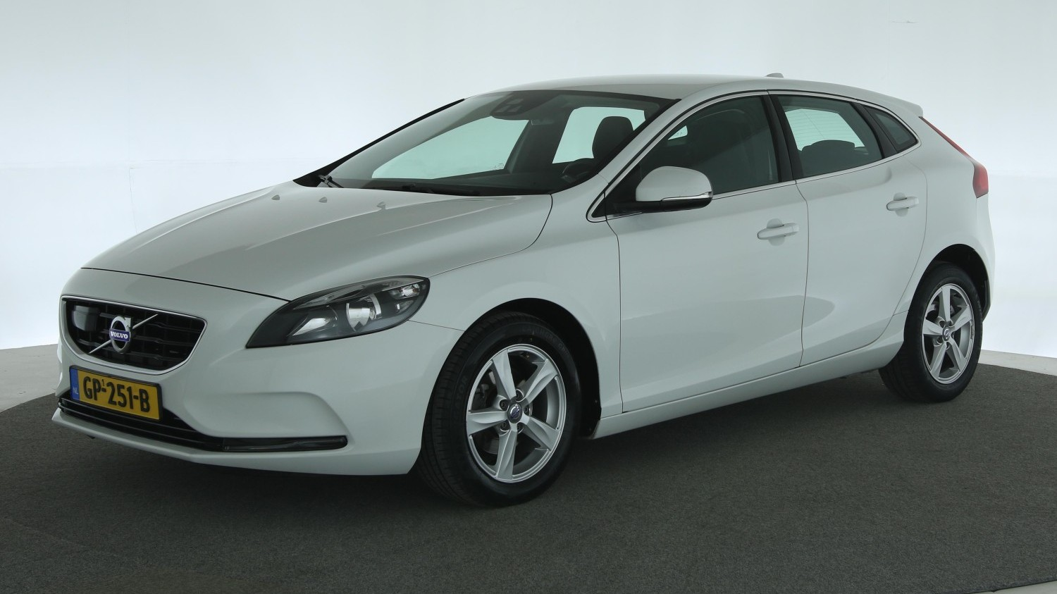 Volvo V40 Hatchback 2015 GP-251-B 1