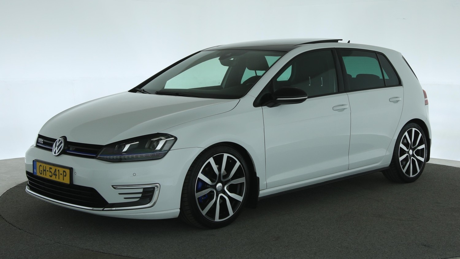 Volkswagen Golf Hatchback 2015 GH-541-P 1