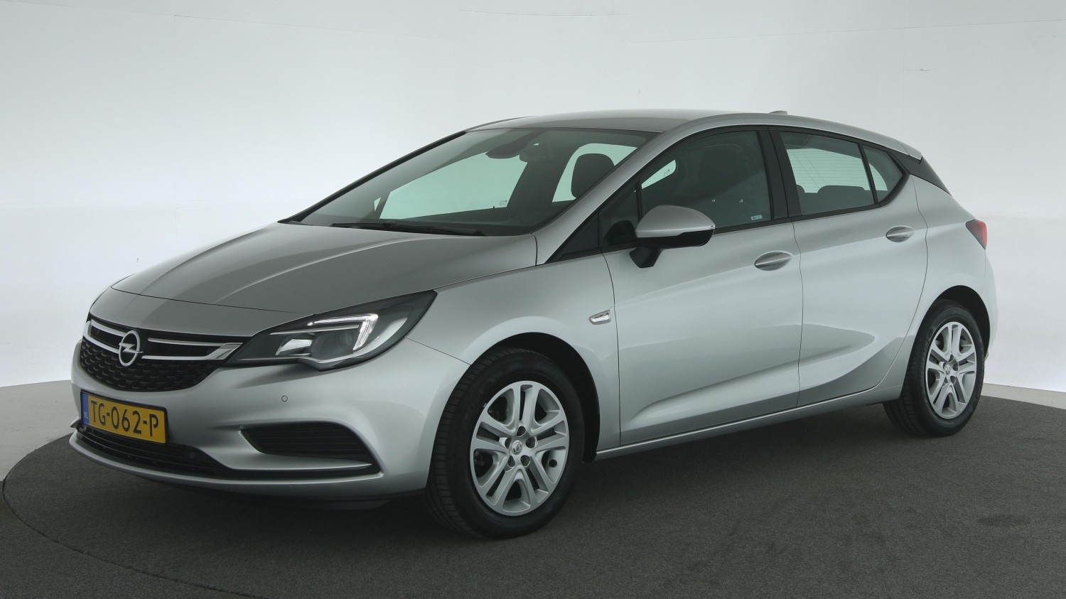 Opel Astra Hatchback 2018 TG-062-P 1